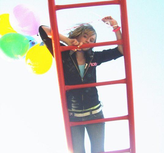 girl-on-ladder-954579_960_720